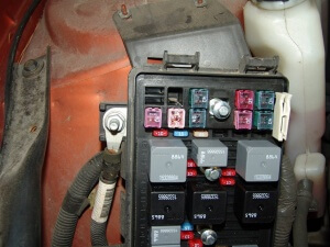 2004 pontiac grand prix, no blower - sparky's answers 2004 pontiac grand am fuse box location 2004 pontiac grand prix fuse box location