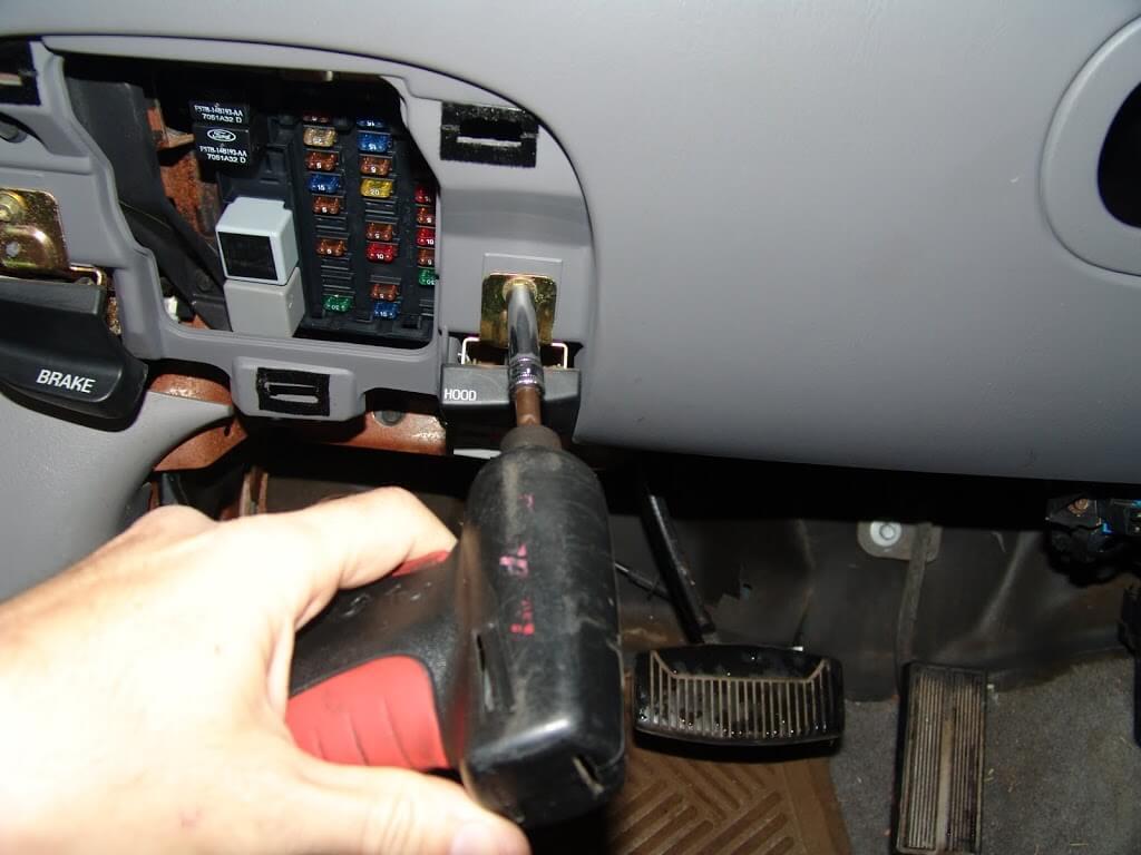 DSC02825  Sport Trac Rear Window Wiring Diagram on