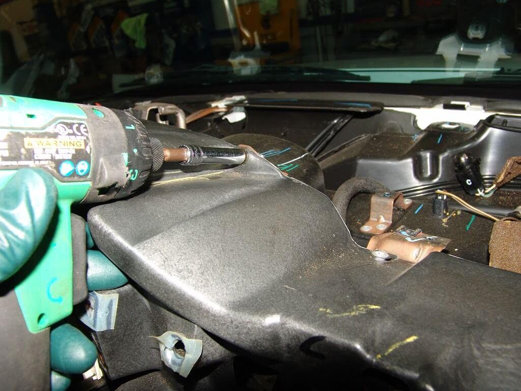 Changing The Recirculation    Fresh Air Door Actuator Part 2