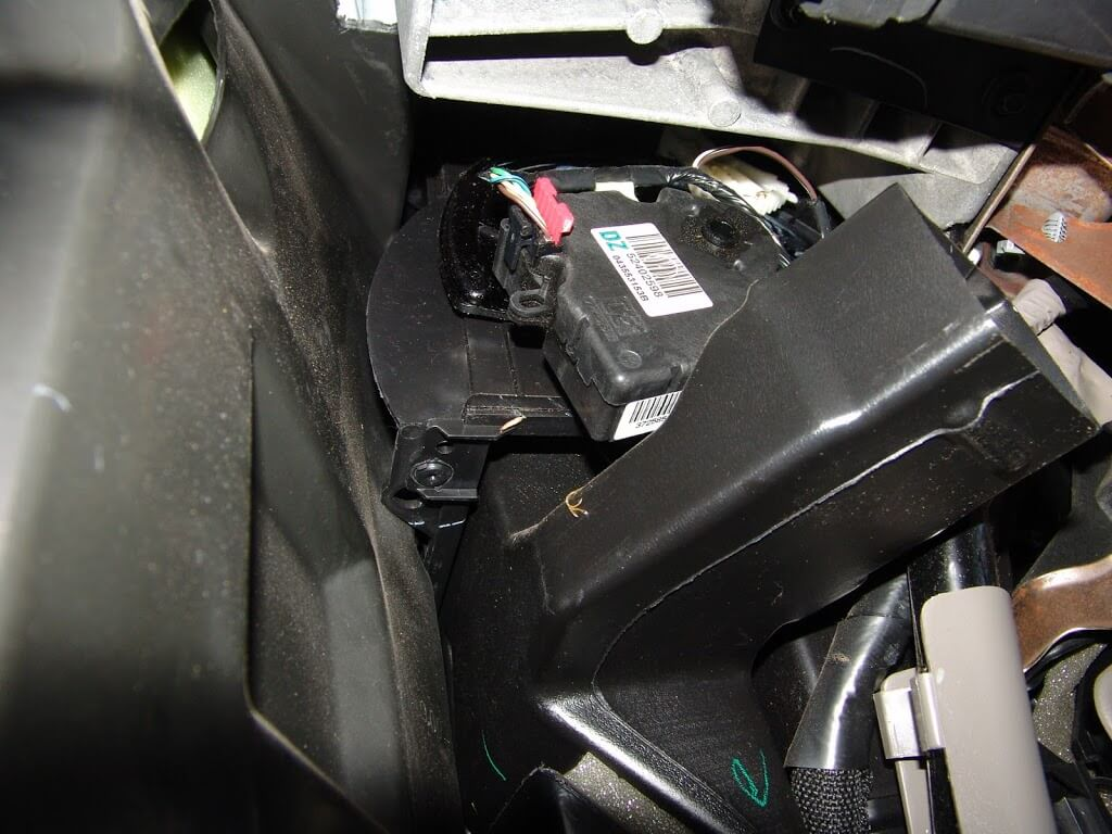 2004 chevy avalanche abs control module location  2004