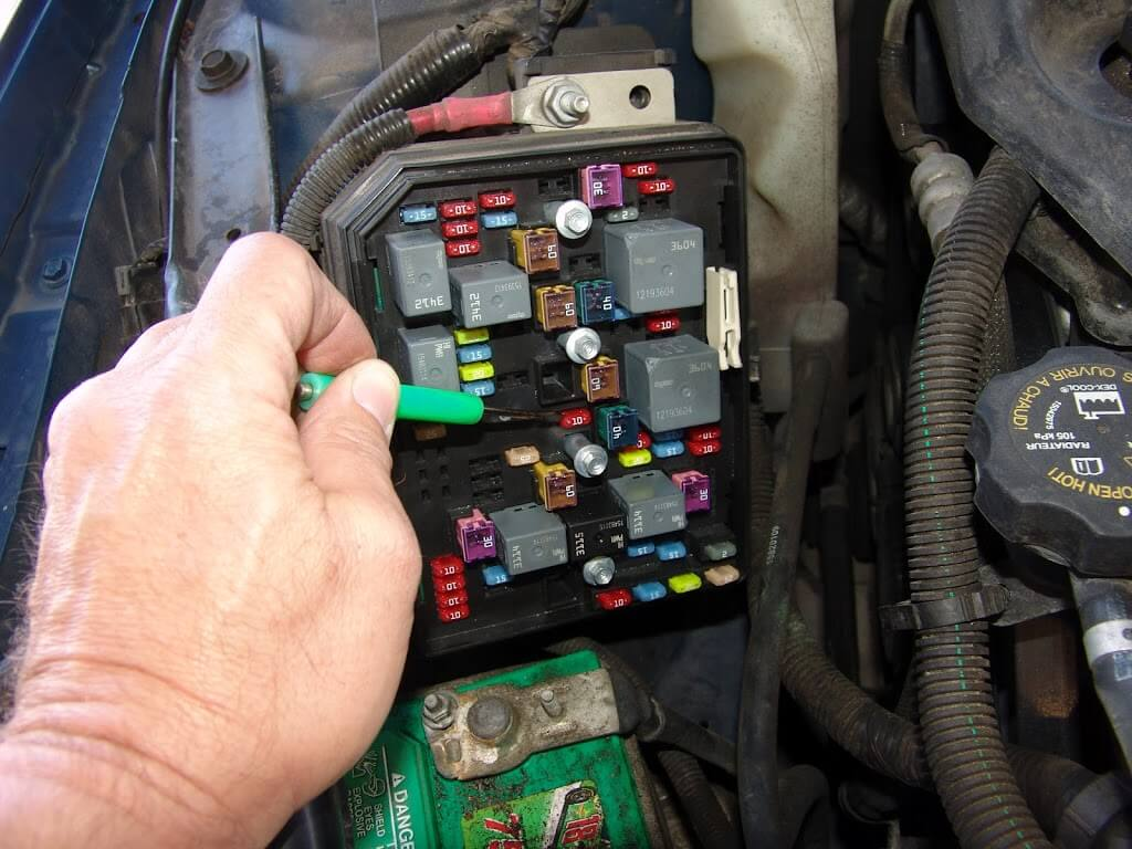 Where Is The Fuse Box On A 2011 Chevy Malibu For Rear Defroster on 99 silverado horn location