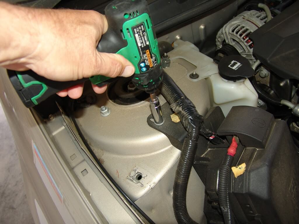 2009 chevrolet impala  changing the battery